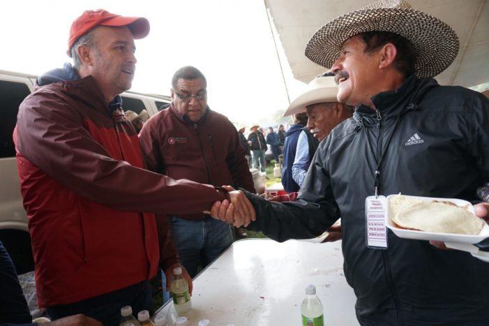 Mario Calzada recibe a peregrinos en Edomex
