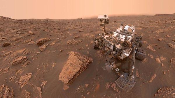 Científicos descubren agua en Marte