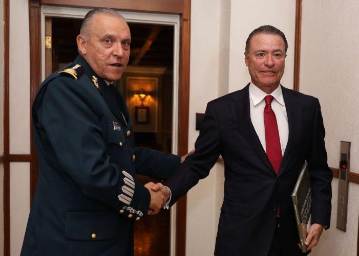 Quirino se reúne con el general Cienfuegos