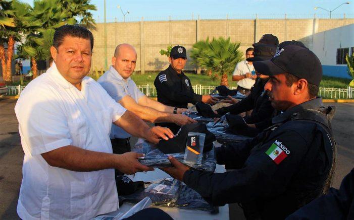 "Sinaloa | Pone ""guapetones"" a Policías de Navolato"