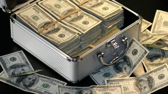 Por error recibe depósito por 1 millón de dólares y lo regresa