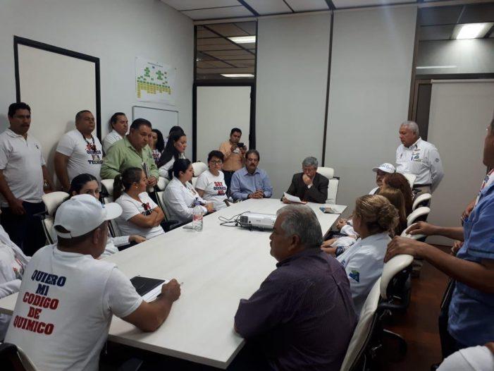 Sinaloa | Secretario de Salud atiende a químicos que buscan regularización