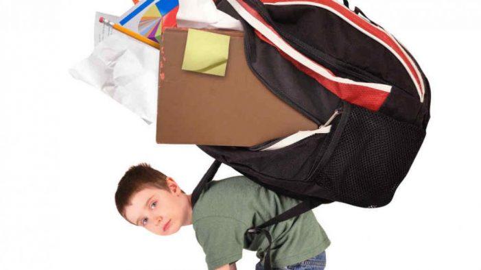 IMSS recomienda verificar peso de la mochila de útiles escolares