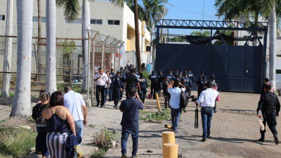 Sinaloa | Se manifiestan custodios en el Penal de Culiacán
