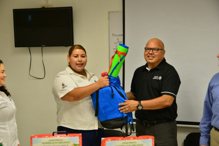 Sinaloa | Entregan kits de estimulación temprana