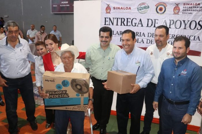 Sinaloa | Reparten 2 mil abanicos para abatir ola de calor