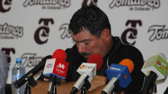 Sinaloa | Deja Benjamín Gil el timón de Tomateros; va al área deportiva