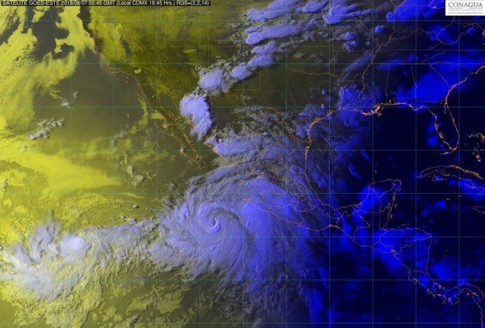 """""""Ileana"""" y """"John"""" traen fuertes lluvias a la zona Pacífico"""