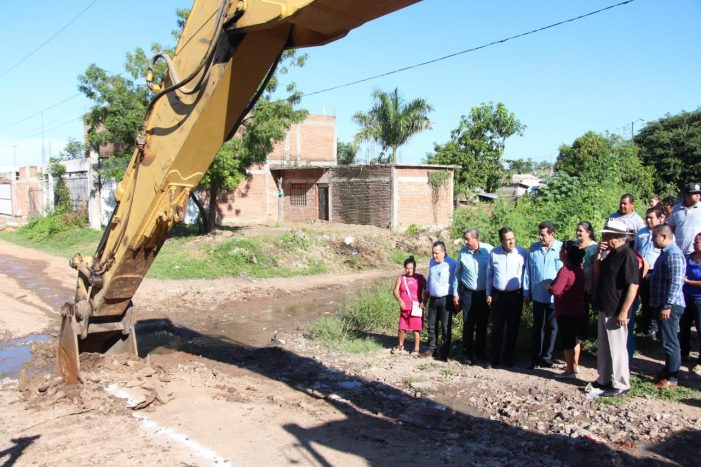 Sinaloa | Construyen alcantarillado en Las Coloradas