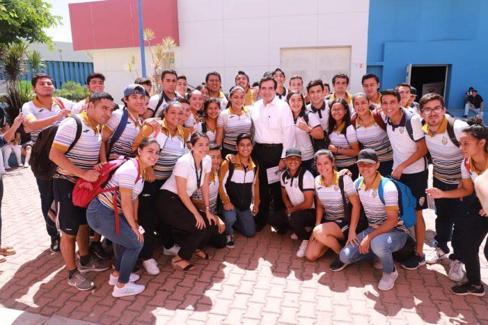 De política y deportes da cátedra Cuén en Mazatlán
