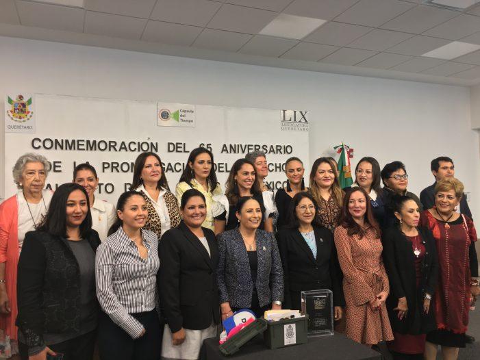 Colocan cápsula de tiempo en el Poder Legislativo de Querétaro por aniversario del voto de la mujer