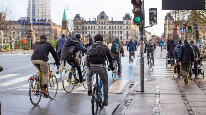 Dinamarca se pone como objetivo prohibir coches de gasolina y diésel para 2030