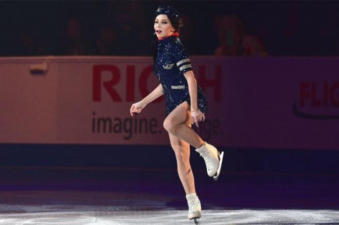 Sensual patinadora enloquece al público con su rutina