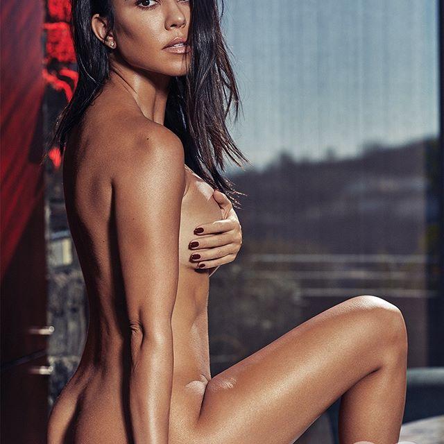 Kourtney Kardashian sorprende con sus fotos desnuda para una revista mexicana