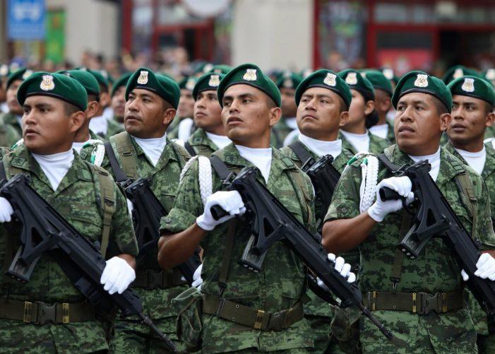Llega Policía Militar a Sinaloa; desfilan tropas, vehículos, helicópteros y aviones