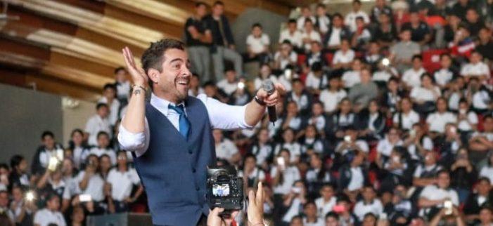 Omar Chaparro reta a los jóvenes a ser felices