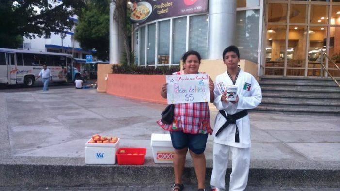 Campeón vende paletas para acudir a campeonato de Karate en Italia