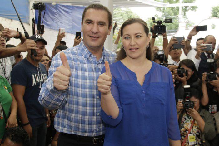 Encuestan a poblanos sobre accidente donde murieron Érika Alonso y Moreno Valle