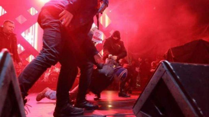Matan a alcalde de una ciudad polaca, durante un concierto benéfico