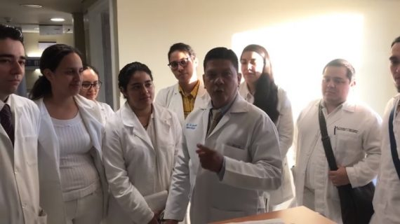 Reclaman médicos pasantes falta de apoyo, mientras 'ninis' son becados