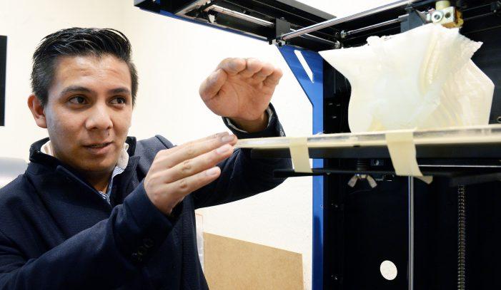 Alumno de la UNAM diseña impresora 3d para crear huesos biodegradables