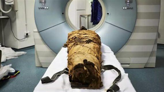 Momia egipcia de tres mil años, recupera su voz