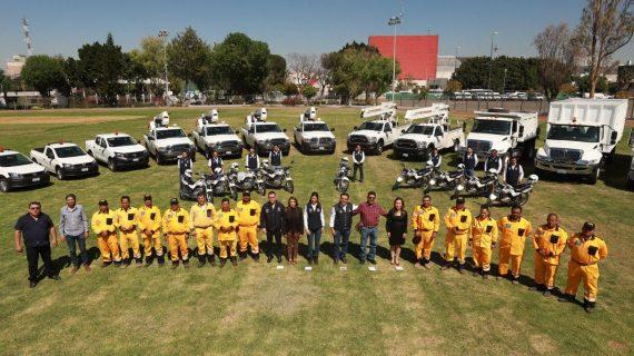 Luis Nava entrega vehículos a personal de Servicios Públicos Municipales
