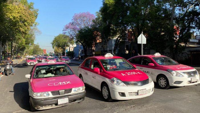Taxistas protestan en la CDMX contra aplicaciones de transporte privado