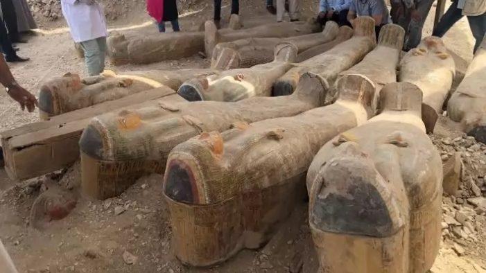 Descubren 35 tumbas egipcias que contienen 90 sarcófagos