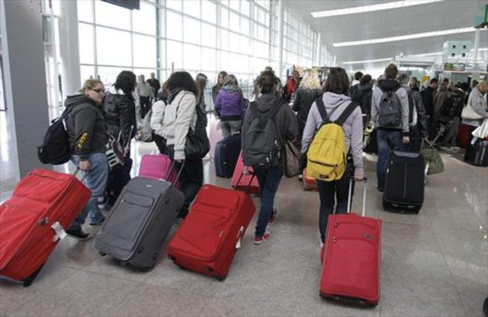 Crean plataforma para turistas mexicanos afectados por vuelos cancelados por COVID-19