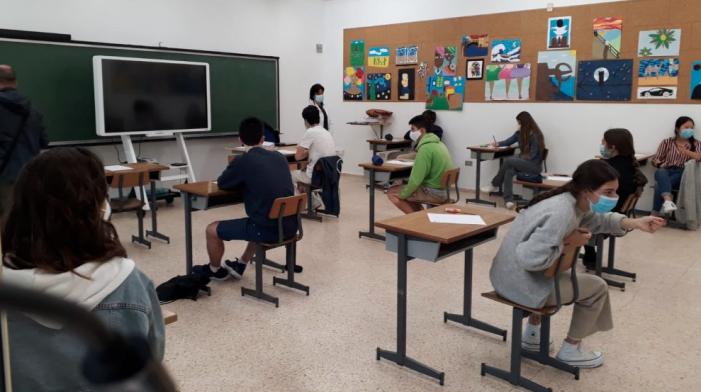 Profesores regresarían a clases presenciales