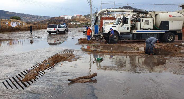 Lluvia arrastra a 22 vehículos en Querétaro