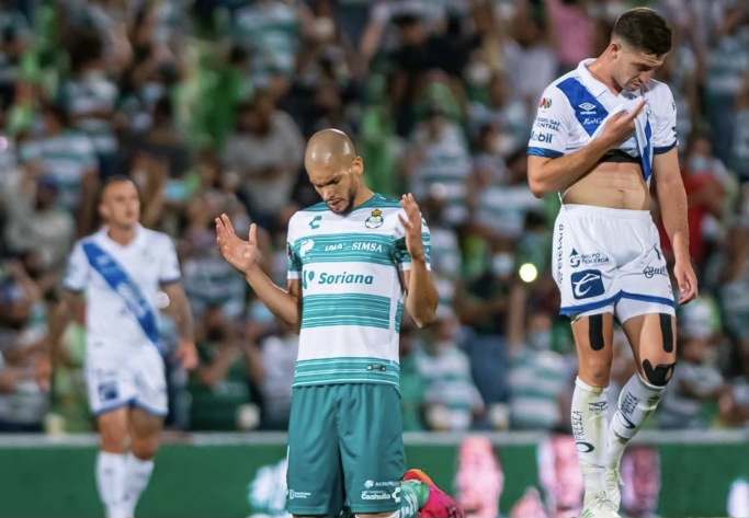 Santos gana 3-0 a Puebla y sueña con la final