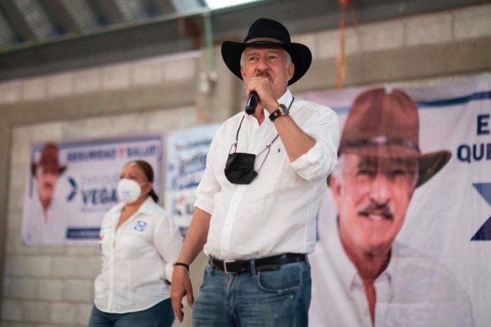 Enrique Vega propone incentivos para apertura de nuevos negocios en El Marqués