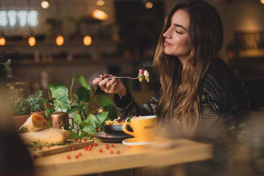 Tips para realizar una cena romántica en casa