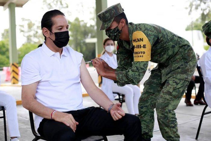 Pancho Domínguez recibe segunda dosis de vacuna antiCOVID