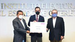 IEEQ entrega 3.1 millones de pesos a ciencia y tecnología