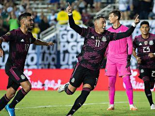México vence 3-0 a El Salvador y avanza a semifinales de la Copa Oro
