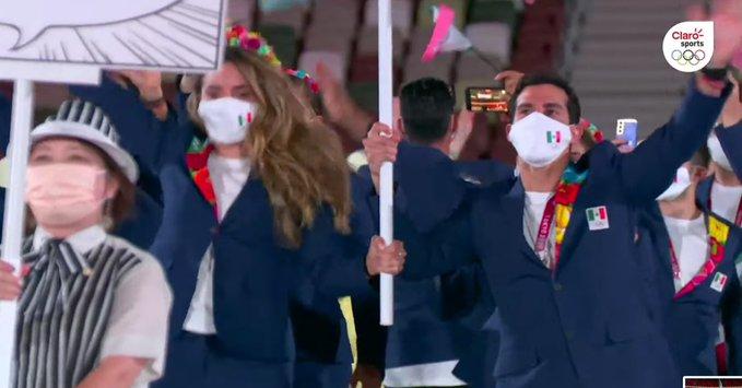Desfila México en la ceremonia inaugurual de los Juegos Olímpicos Tokio 2020