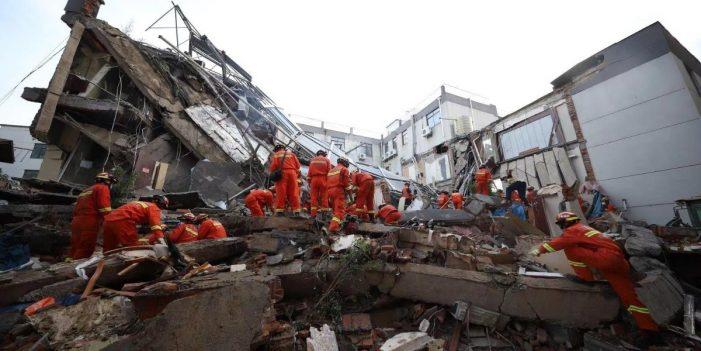 Derrumbe de hotel en China deja al menos ocho personas muertas