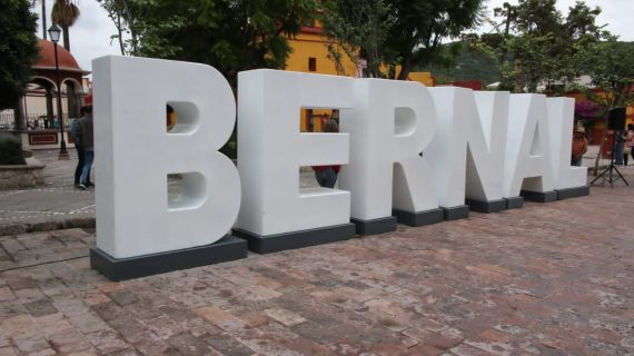 Bernal ya cuenta con letras monumentales