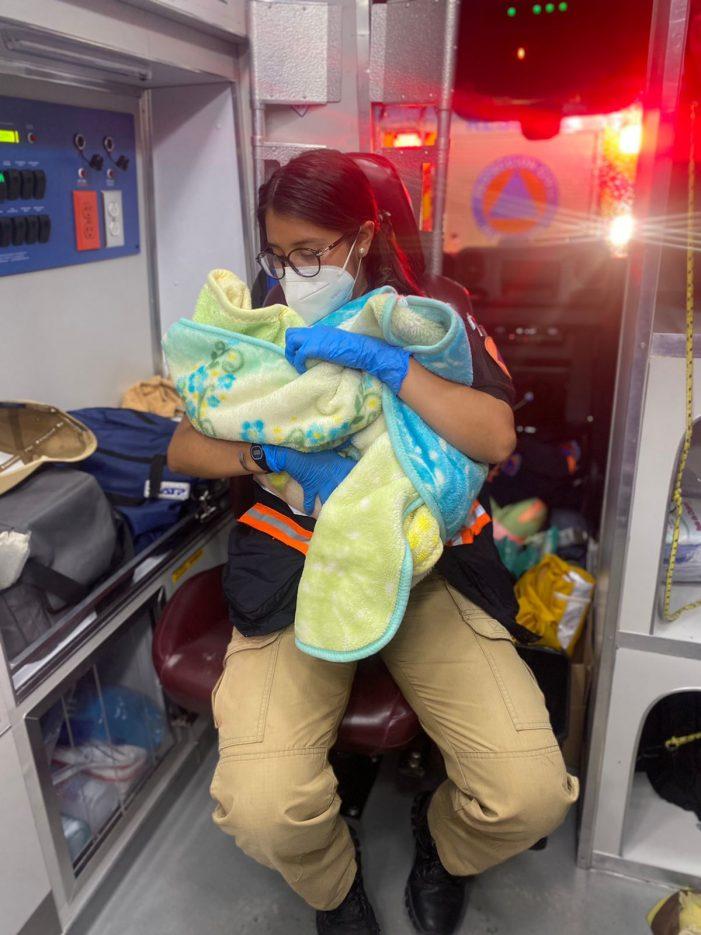 Protección Civil de El Marqués asiste a una mujer en parto fortuito